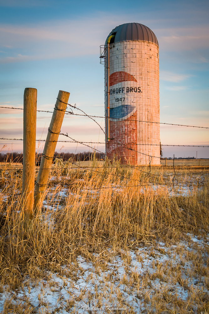 Old American silo with pepsi sign